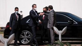 Μητσοτάκης από την πρεσβεία στην Τρίπολη: Χωρίς κηδεμόνες να σταθεί η Λιβύη