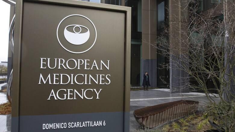 ΕΜΑ για AstraZeneca: Οι θρομβώσεις καταχωρούνται ως πολύ σπάνιες παρενέργειες του εμβολίου