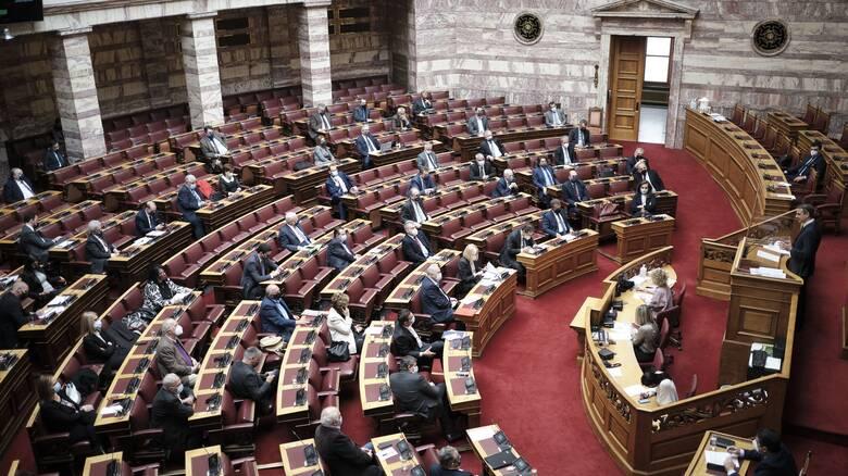Αντιδράσεις στη Βουλή για τα self test: Προχειρότητα καταλογίζει η αντιπολίτευση στην κυβέρνηση