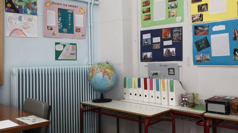 Σχολεία - Βασιλακόπουλος: Δεν γίνεται να ανοίξουν και Γυμνάσια-Δημοτικά στην κορύφωση της πανδημίας