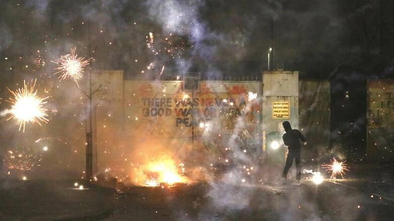 Βόρεια Ιρλανδία: Κλιμακώνονται οι ταραχές, «βαθιά ανησυχία» εκφράζει ο Μπόρις Τζόνσον