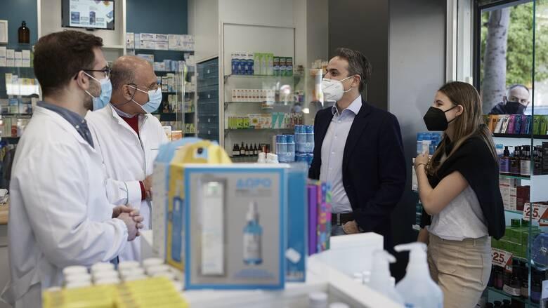 Self test με την κόρη του αγόρασε σε φαρμακείο της Καλλιθέας ο Μητσοτάκης
