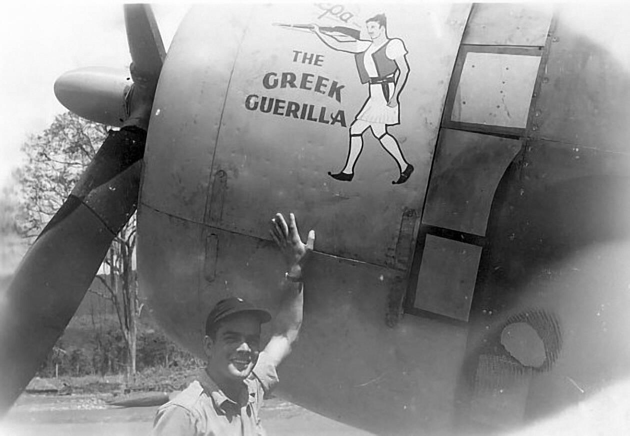 https://cdn.cnngreece.gr/media/news/2021/04/11/261670/photos/snapshot/pilotoi2-Karavedas-GreeksinforeigncockpitsviaFrankEmmet.jpg