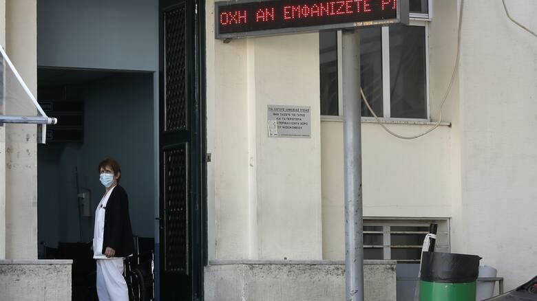 Κορωνοϊός - ΠΟΕΔΗΝ: Τουλάχιστον 52 ασθενείς διασωληνωμένοι εκτός ΜΕΘ στην Αττική