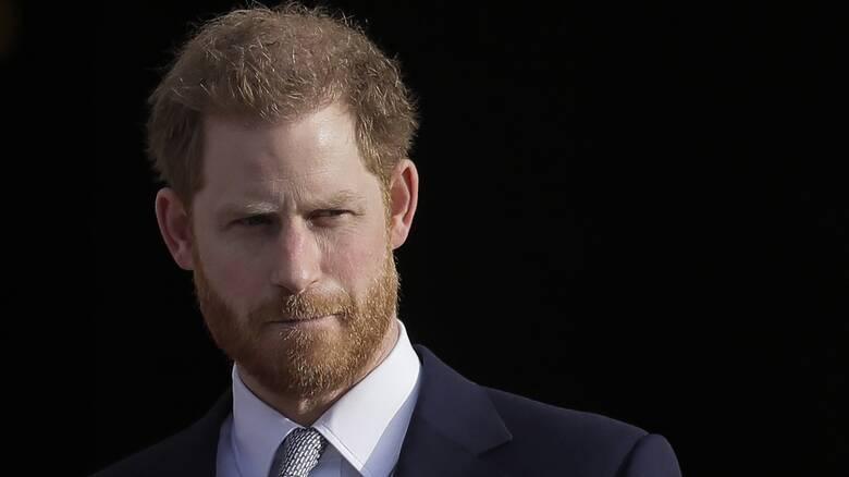 O πρίγκιπας Χάρι επέστρεψε στη Βρετανία για την κηδεία του παππού του