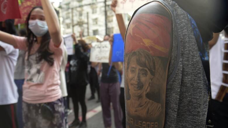 Μιανμάρ: Η χούντα ζητά 85 δολάρια για να δώσει τους νεκρούς διαδηλωτές στους συγγενείς τους