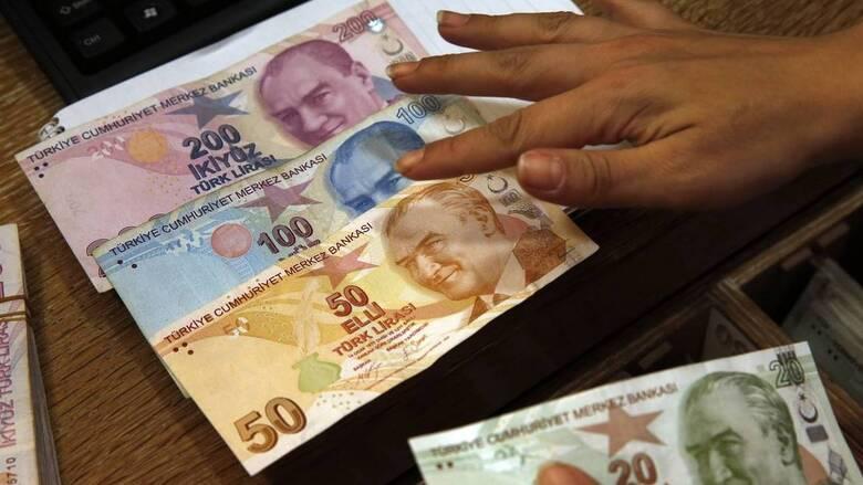 Τουρκία: Κι άλλη πτώση της ισοτιμίας της λίρας εν μέσω σπέκουλας για τα επιτόκια