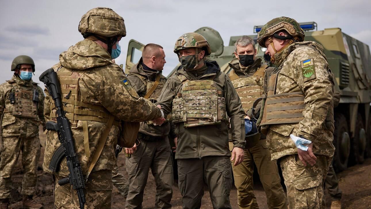 Αποκλειστικό CNNi: Στα χαρακώματα της Ανατολικής Ουκρανίας μαζί με τον Πρόεδρο Β. Ζελένσκι