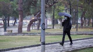Καιρός: Άστατος με βροχές, καταιγίδες και ισχυρούς νοτιάδες στο Αιγαίο την Τετάρτη