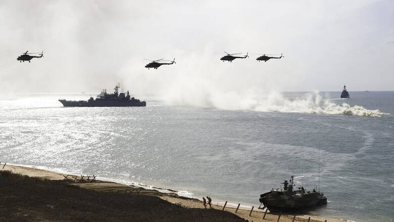 Μαύρη Θάλασσα: Με στρατιωτικές ασκήσεις... «υποδέχεται» η Ρωσία τα πολεμικά πλοία των ΗΠΑ