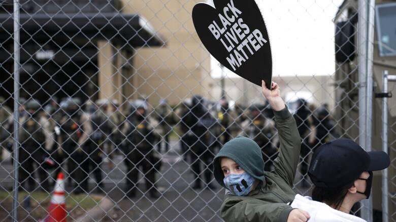 ΗΠΑ - Μινεσότα: Ποινική δίωξη κατά της αστυνομικού για τον θανάσιμο τραυματισμό Αφροαμερικανού