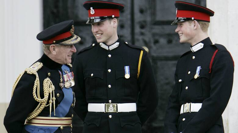 Με πολιτικά ρούχα τα μέλη της βασιλικής οικογένειας στην κηδεία του Φίλιππου - Απόφαση της Ελισάβετ