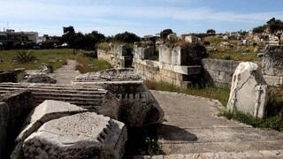 ΥΠΠΟΑ: Προχωρούν τα έργα στον αρχαιολογικό χώρο Ελευσίνας - Αυτοψία Μενδώνη