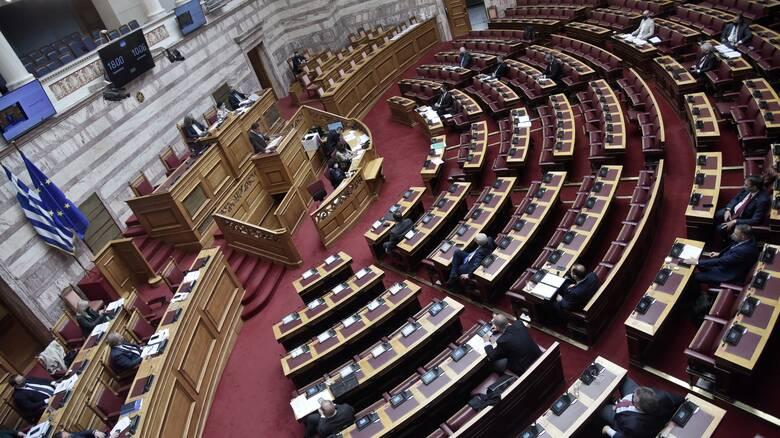 Βουλή: Ξεκίνησε η συζήτηση για την άρση των περιορισμών στην ψήφο των αποδήμων