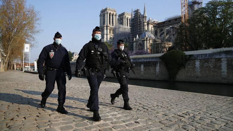 Γαλλία: Εγκρίθηκε ο αμφιλεγόμενος νόμος Μακρόν για την «καθολική ασφάλεια»