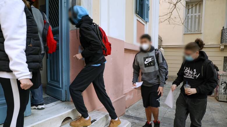 Θεσσαλονίκη: Στον εισαγγελέα η μητέρα που έστειλε στο σχολείο το γιο της χωρίς self test