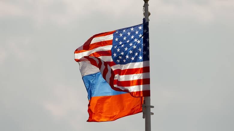 Κυρώσεις αλλά και κάλεσμα για «αποκλιμάκωση»: Η δύσκολη σχέση ΗΠΑ-Ρωσίας