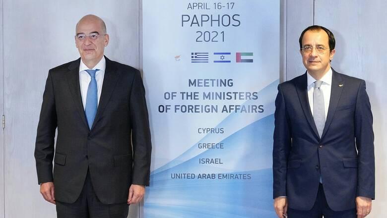 Συνάντηση Δένδια - Χριστοδουλίδη: Συντονισμός για τις επόμενες κινήσεις στο Κυπριακό