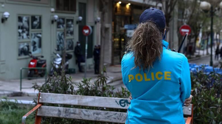 Υπό αστυνομικό κλοιό η πλατεία Βαρνάβα για την αποφυγή κορωνοπάρτι
