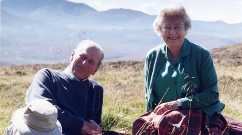Κηδεία πρίγκιπα Φιλίππου: Η Βασίλισσα μοιράζεται την αγαπημένη της κοινή φωτογραφία τους