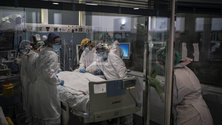 Κορωνοϊός: Αρνητικό ρεκόρ με 837 διασωληνωμένους - 2.411 νέα κρούσματα, 67 θάνατοι