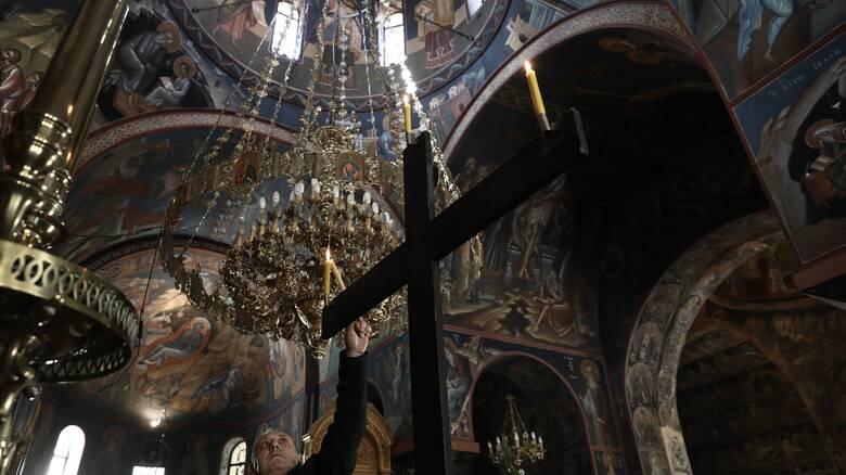 Πάσχα: Η εισήγηση της ΔΙΣ για τη λειτουργία των εκκλησιών τη Μ. Εβδομάδα και στην Ανάσταση