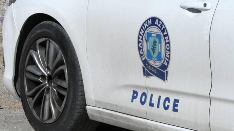 Πλατεία Βάθη: Έφοδος αστυνομικών σε παράνομη χαρτοπαικτική λέσχη