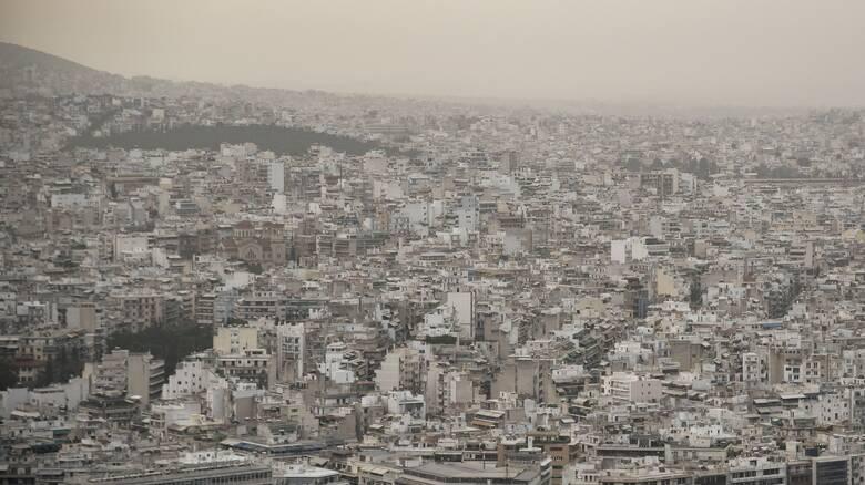 Καιρός: Επιμένουν αφρικανική σκόνη και νοτιάδες την Κυριακή- Τι καιρό θα κάνει αύριο