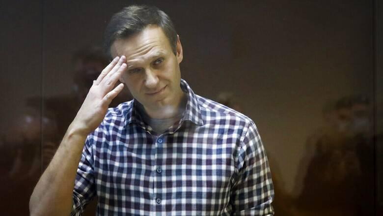 Η ΕΕ καλεί την Ρωσία να προσφέρει στον Ναβάλνι πρόσβαση σε γιατρό