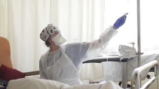 Κορωνοϊός: Υπό πίεση το ΕΣΥ - 1.100 νέες εισαγωγές ασθενών σε 48 ώρες