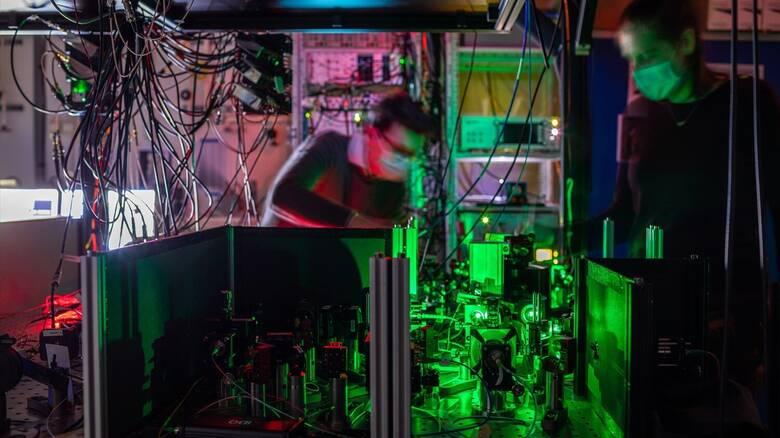 Προς ένα κβαντικό ίντερνετ; Ερευνητές δημιούργησαν το πρώτο κβαντικό δίκτυο πολλαπλών κόμβων
