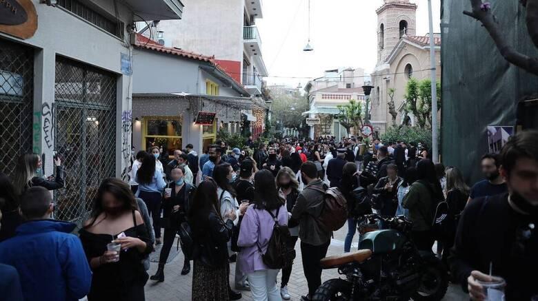 Πελώνη για κορωνοπάρτι: Τι απαντά στο CNN Greece για την μη επέμβαση της αστυνομίας