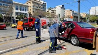 Νέος Κόσμος: Σύγκρουση τραμ με ΙΧ - Επιχείρηση απεγκλωβισμού του οδηγού