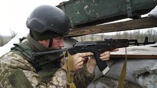 Ανάφλεξη στην Ουκρανία «βλέπει» η ΕΕ: 150.000 Ρώσοι στρατιώτες στα σύνορα και νοσοκομεία εκστρατείας