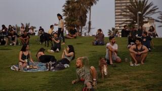 «Πράσινο ταξιδιωτικό διάδρομο» ανοίγουν Ισραήλ και Βρετανία με τη δύναμη των εμβολίων