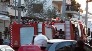 Φωτιά σε κτήριο στον Πειραιά - Δυνάμεις της Πυροσβεστικής στο σημείο