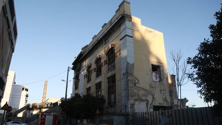 Φωτιά στον Πειραιά: Ξεκινούν σήμερα εργασίες κατεδάφισης στο εγκαταλελειμμένο κτήριο