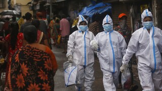 Παγκόσμιο αρνητικό ρεκόρ στην Ινδία: Πάνω από 300.000 νέα κρούσματα σε μια ημέρα
