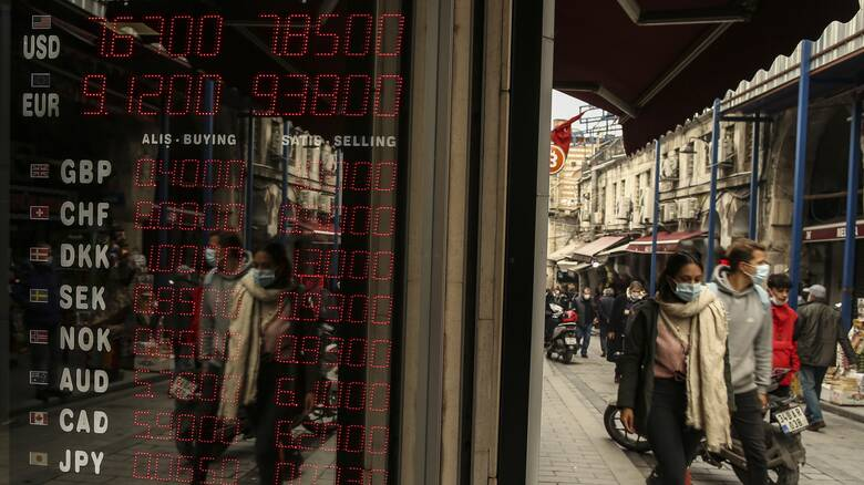 Tουρκία: Πτώση 2,3% της λίρας λόγω ανησυχιών για τη χρηματοπιστωτική σταθερότητα