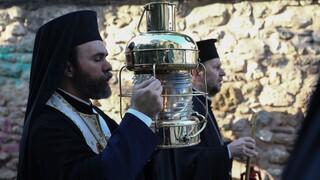 Κορωνοϊός - Πάσχα: Σε κάποιες εκκλησίες μπορεί να μην φτάσει το Άγιο Φως