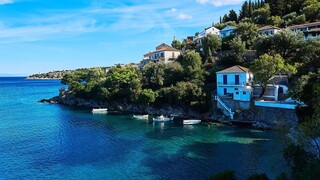 Sunday Times: Η «χρυσή» δωδεκάδα των ελληνικών νησιών για τις φετινές διακοπές