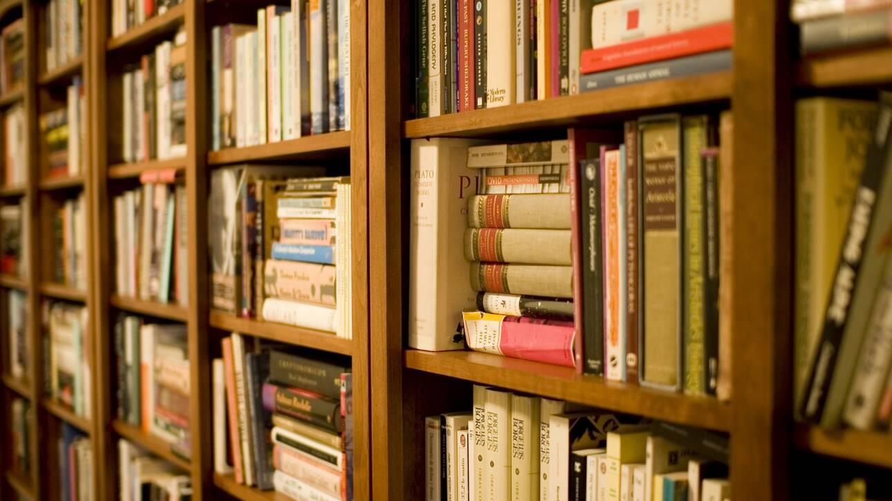 ΥΠΠΟΑ: Voucher 20 ευρώ σε ανέργους έως 24 ετών για την προμήθεια βιβλίων