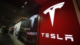 Tesla: Έντονη η ανησυχία των ειδικών για το νέο σύστημα αυτόνομης οδήγησης