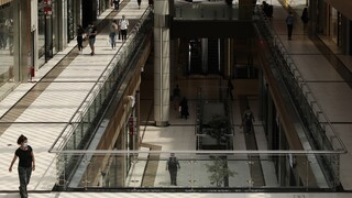 Lockdown: Εισήγηση λοιμωξιολόγων για επαναλειτουργία των mall και των κέντρων αισθητικής