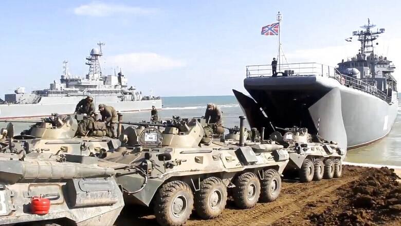 Ουκρανία: Η ΕΕ «παρακολουθεί» τη ρωσική απόσυρση - Ζητά «ελεύθερη» ναυσιπλοΐα στη Μαύρη Θάλασσα