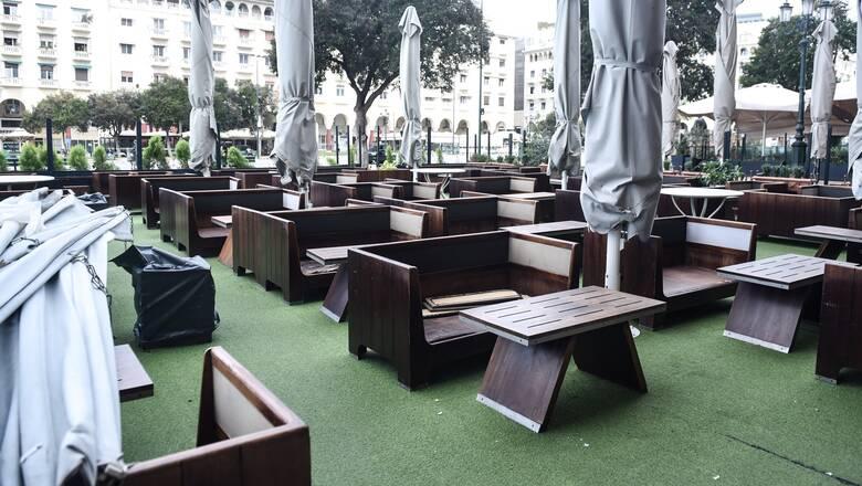 Εστίαση: Μέχρι έξι άτομα σε εξωτερικούς χώρους - Με δύο self test την εβδομάδα το προσωπικό