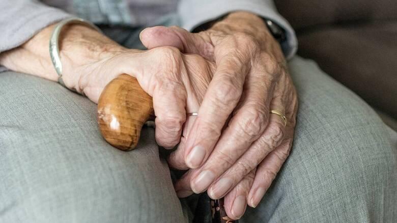 «Οι γέροντες με παρακαλούσαν κλαίγοντας να μιλήσω»: Μαρτυρίες - σοκ για το γηροκομείο στα Χανιά