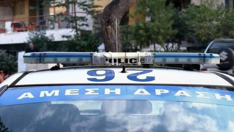 Θεσσαλονίκη: Ψέκαζαν το περιπολικό με αφρό πυροσβεστήρα για να γλιτώσουν τη σύλληψη