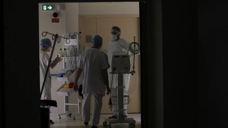 Κορωνοϊός: Ξεπέρασαν τους 10.000 οι θάνατοι - 816 οι διασωληνωμένοι