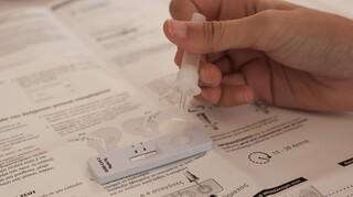 Κορωνοϊός: Υποχρεωτικό από σήμερα το self test στους υπαλλήλους του Δημοσίου